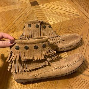 Minnetonka ankle fringe boots